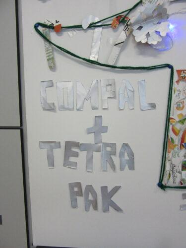 Letras recortadas de embalagens Tetra Pak .