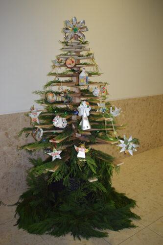 Eco-árvore de Natal!<br/>Produto final do envolvimento de alunos, encarregados de educação, docentes e de assistentes operacionais.