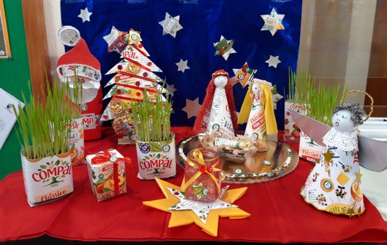 Presépio de Natal Ecológico <br/>O Presépio foi colocado no balcão de atendimento da escola.
