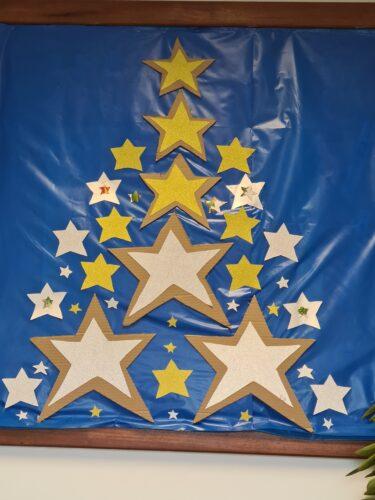 Pinheiro com estrelas