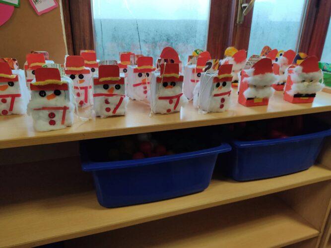 Pais natais e bonecos de neve, para a arvore de natal