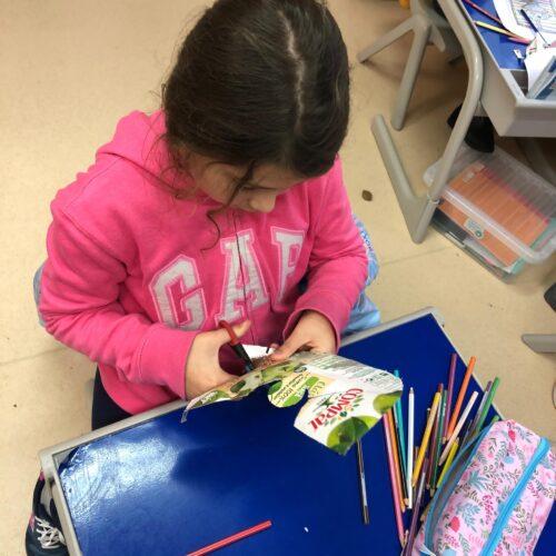 Anjo<br/>Elaboração de um anjo a partir de embalagens da tetra pack. Recorte a partir de molde pelos alunos do 3º ano