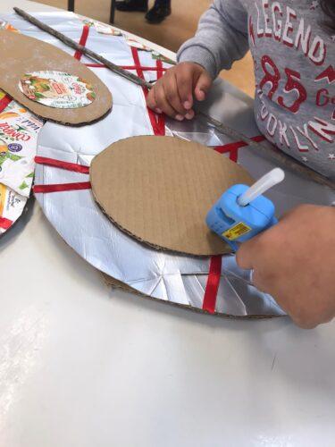 Presépio<br/>Elaboração de um presépio a partir de cartão e embalagens da Tetra Pack. Recorte e colagem utilizando cola quente. Alunos do 1º ano
