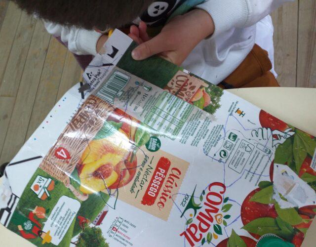Moldes - os alunos selecionaram o molde do trabalho que pretendiam realizar e que marcaram nas embalagens da COMPAL.