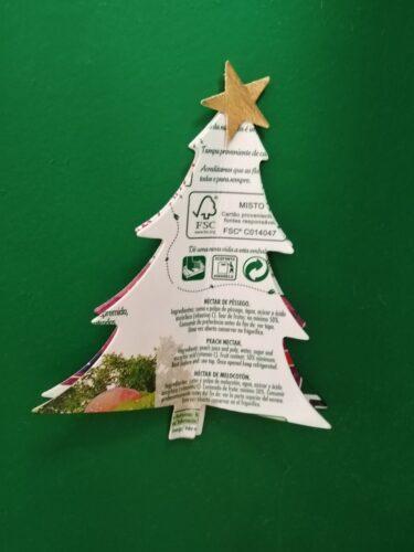 Enfeite árvore - embalagem Tetra Pak e restos de espuma eva