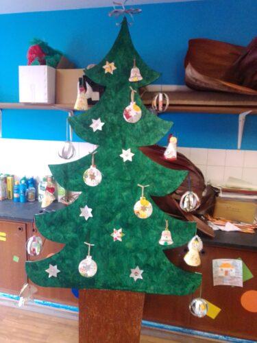 Trabalhos expostos no pinheiro de Natal