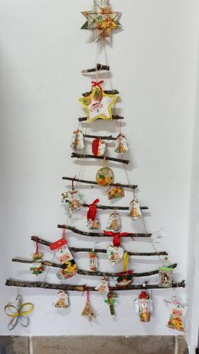 Este Natal, os enfeites estão por nossa conta. Outro pinheirinho, agora feito com ramos de carvalho, árvore autóctone que abunda na nossa localidade.