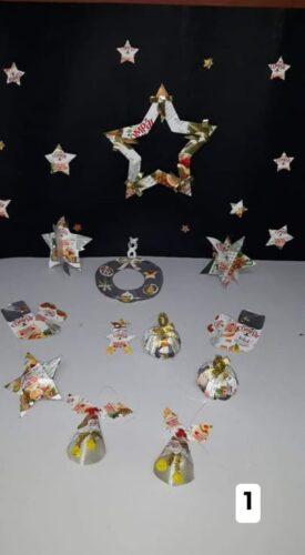 Motivos de natal elaborados com embalagens Tetra Pak da marca Compal.