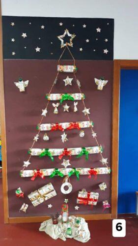 Árvore de Natal completa com todos os motivos elaborados neste projeto.