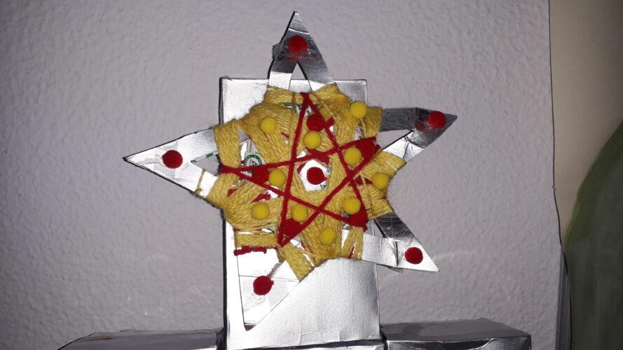 Estrela de Natal realizada com embalagem Tetra Pak.
