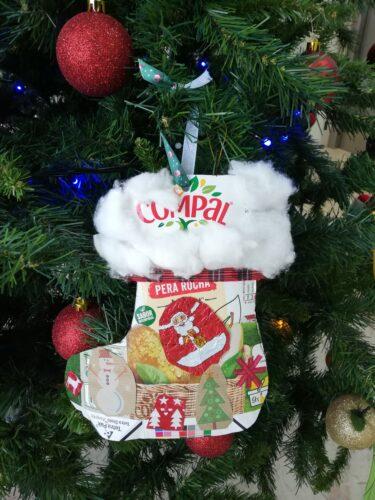 Bota de Natal<br/>Um enfeite com as técnicas de recorte e colagem, bem como utilização do algodão.