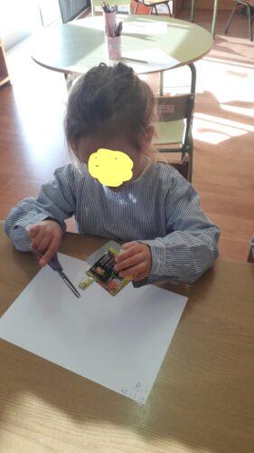 1-Criança a recortar (2).jpg