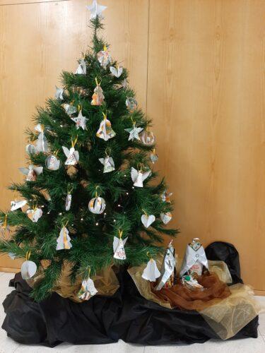 Trabalho final que integra a exposição de Natal no átrio da escola