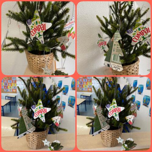 Enfeites na árvore de Natal