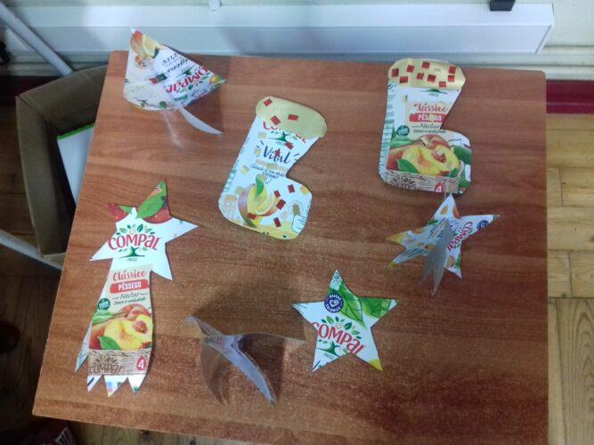 Estrelas, botas do Pai Natal e Árvores de Natal.