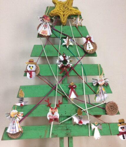 Árvore de Natal (com alguns dos enfeites elaborados)