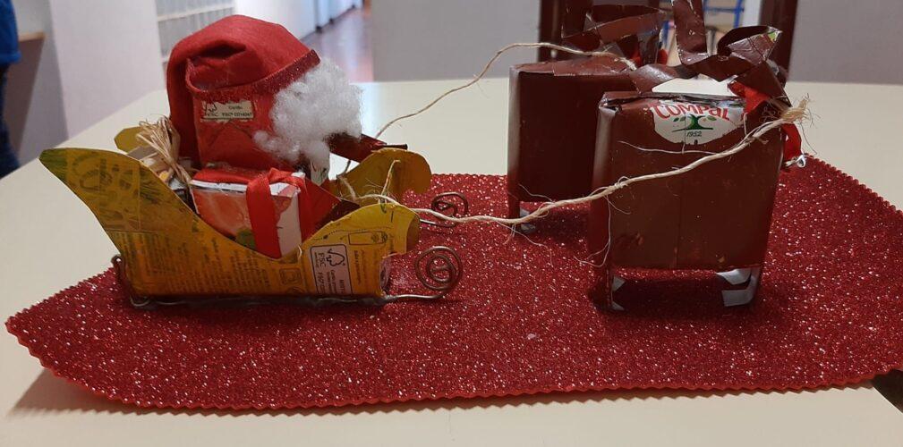 Trenó<br/>Que lindo ficou o trenó, com os pacotes da Compal! Leva as Prendas e o SR. Pai Natal.