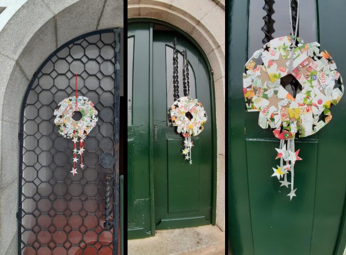 Decoração das portas com as coroas.
