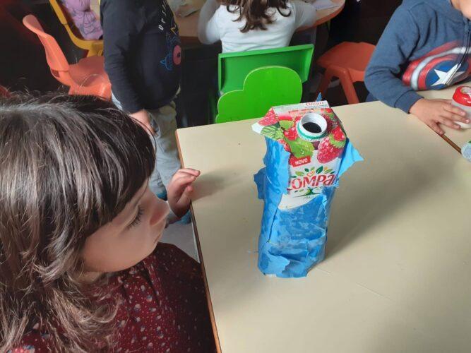 Figuras do presépio<br/>Construíram as figuras para o presépio com diferentes materiais: papel, lã, cartolinas... tendo por base as embalagens de sumo de 1 litro da Compal.
