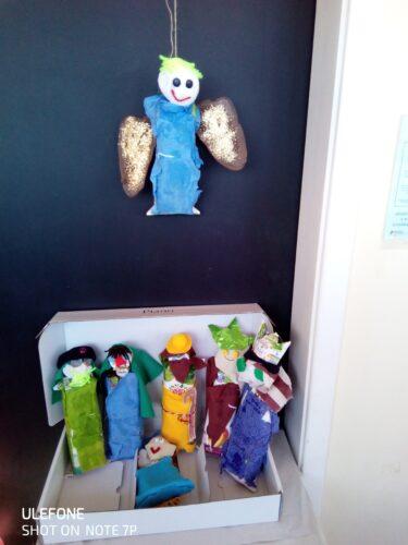 Presépio<br/>Após a elaboração das figuras do presépio colocamos tudo numa caixa grande e penduramos o anjo e ficou exposta na entrada da nossa sala.