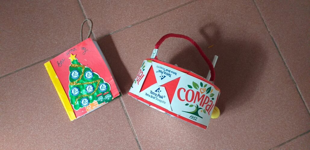 tambor: embalagens de leite e da compal, cordão de sacos de papel, cola, tesoura e uma porção de plasticina. <br/>história: tinta guache vermelha, embalagens de leite e da compal, caixa de cereais, tesoura e cola quente.