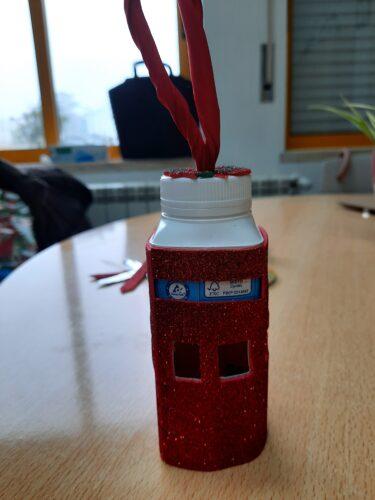 Lanterna de fruta<br/>Embalagem de sumo compal, recortada e revestida